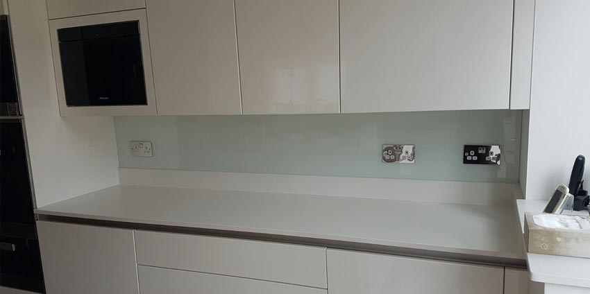green glass kitchen splashback